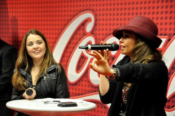 thalia_coke_lounge_cada_dia_mas_fuerte_chicago_firma_4