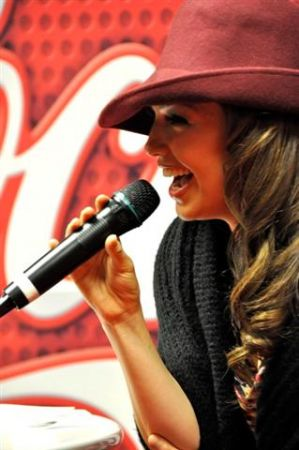 thalia_coke_lounge_cada_dia_mas_fuerte_chicago_firma_5