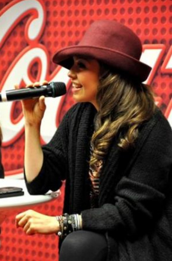 thalia_coke_lounge_cada_dia_mas_fuerte_chicago_firma_8